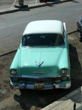 Chevrolet verde y blanco clásico Bel Air en Lima Imágenes de archivo libres de regalías