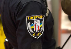 Chevron sous forme d'officier de patrouille ukrainien avec la patrouille d'inscription kiev Photographie stock libre de droits