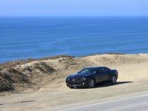 Chevy Camaro sur la plage en Californie Photo stock