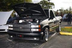 Chevy neemt vrachtwagen op met studiostroboscopen wordt aangestoken in een parkeerterrein dat Royalty-vrije Stock Foto