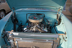 Chevy Power Plant in een 1955 Chevrolet Royalty-vrije Stock Afbeeldingen