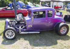 1932 Chevy Roadster Purple Stock Foto's