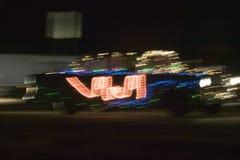 56 Chevy som tänds upp med julljus i jul, ståtar på natten, ny sydost av Albuquerque - Mexiko Royaltyfria Foton