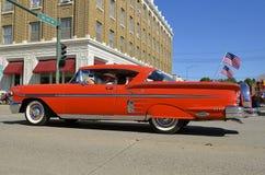 Chevy 1958 ståtar in Arkivfoton
