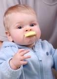chew żółtych zabawek chłopcy young zdjęcie stock