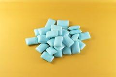 Chewing-gum bleu Photographie stock libre de droits