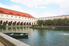 Chezh republika, Praga Wallenstein ogródy, fontanna z statuą zdjęcia stock