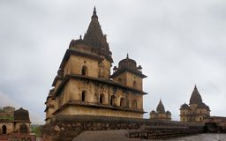 Chhatris -纪念碑圆顶,奥拉奇哈,印度 库存图片