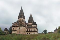 Chhatris -纪念碑圆顶,奥拉奇哈,印度 免版税图库摄影