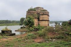 Chhatris -纪念碑圆顶,奥拉奇哈,印度 免版税库存图片