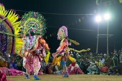 Chhau舞蹈,印地安部族军事舞蹈在晚上在村庄 库存图片