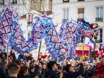 Chiński nowy rok 2019 Paryski Francja - smoka taniec zdjęcia royalty free