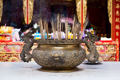 Chińczyk kadzi w buddyjskiej świątyni obrazy stock