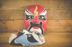 Chińczyk maska na drewnianym tle zdjęcia royalty free