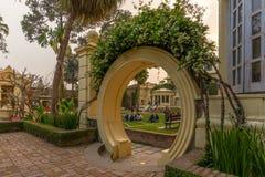 Chińczyka krajobrazu projekt inspirował bramę przy ogródem sen zdjęcia stock