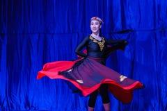 Chińscy akrobaci & tancerze blask księżyca lasu festiwal obraz royalty free
