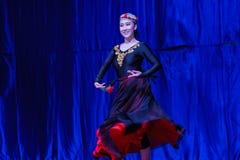 Chińscy akrobaci & tancerze blask księżyca lasu festiwal obrazy royalty free