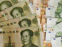 Chińscy banknoty i euro rachunki zdjęcia stock