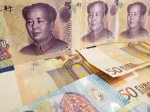 Chińscy banknoty i euro rachunki fotografia royalty free