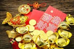 Chińscy czerwoni kopertowi i złociści ingots Zdjęcie Royalty Free