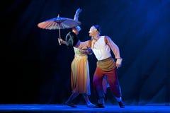 Chińscy krajowi tancerze wykonują na scenie zdjęcie stock