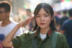 Chińska dziewczyna w śliwek osob wyzwolenia wojska mundurze od 60's/70's w XI. «, Shaaxi, Chiny fotografia royalty free