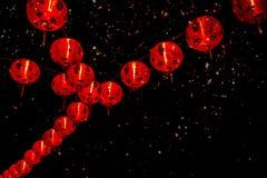 Chińska nowy rok dekoracja--Czerwoni lampiony na błyskotliwości, bokeh obrazy royalty free
