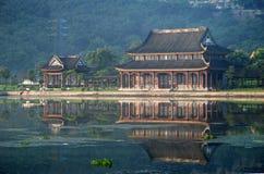 chińska pawilon kondygnacja lake zdjęcia stock