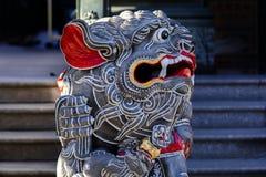 Chińska religia, świątynna brama, patron, kamienny lew obrazy stock