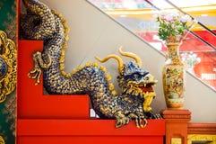 Chińska smok rzeźba na schodkach Obrazy Royalty Free