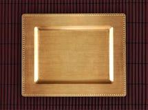 Chińska złota taca na bambusowym stole Wschodni tło dla jedzenia Zdjęcie Royalty Free