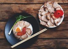 Chiński jedzenie, Rice z smażącym agg i wieprzowiną Zdjęcie Stock