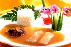 Chiński jedzenie: Rybi polędwicowy z Rice Zdjęcia Royalty Free
