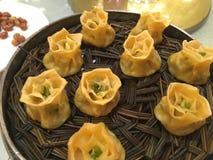 Chiński jedzenie w Chińskich restauracjach - korzennych, słodki, podśmietanie obraz royalty free
