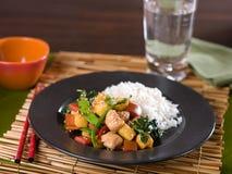 Chiński kurczaka i warzywa teriyaki fertania dłoniak Zdjęcia Stock