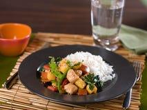 Chiński kurczaka i warzywa teriyaki fertania dłoniak Zdjęcie Royalty Free