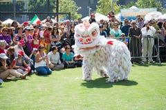 Chiński lew przy Norooz festiwalem Perską paradą i Zdjęcie Royalty Free
