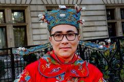 Chiński mężczyzna z tradycyjnym kostiumem i nakrętką Obrazy Stock