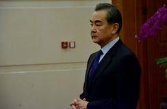 Chiński minister spraw zagranicznych Wang Yi przed spotkaniem obrazy stock