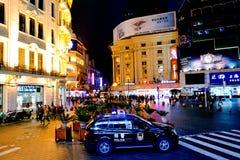 Chiński samochód policyjny chroni Nanjing drogę w Szanghaj, Chiny Obraz Royalty Free