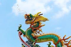 Chiński smok na Świątynnym dachu Zdjęcie Royalty Free