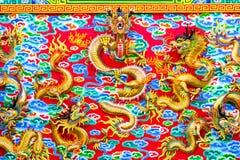 Chiński smok przy ścianą Fotografia Royalty Free
