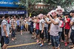 Chiński tradycyjny lokalny występ--chuanzhang pokonywać przeszkody Obraz Stock