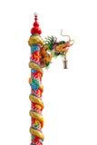 Chiński złoty smok zawijający wokoło czerwonego słupa, stylu bui Fotografia Stock