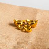 Chińskich złocistych ingots łódkowaty kształt Obrazy Royalty Free