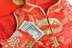 Chińskiego Czerwonego paczki, Qipao tradycyjni chińskie suknia i fotografia royalty free
