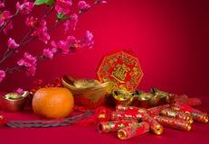 Chińskiej nowy rok dekoraci śliwkowy okwitnięcie i złocistej sztaby symbol Obrazy Stock