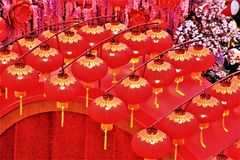 Chińskiej nowy rok dekoracji czerwoni lampiony przy pawilonem, Kuala Lumpur Malezja zdjęcie royalty free