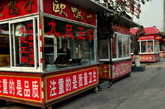 Chi Jiu πόλη, Κίνα: Πατημένα άκρη του δρόμου καταστήματα παπιών Στοκ Φωτογραφίες
