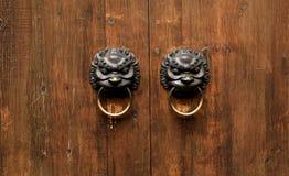 Chińscy elementy i drewniani drzwi Zdjęcie Stock